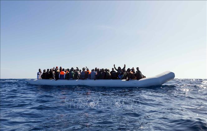 Giải cứu 93 người di cư bất hợp pháp ở ngoài khơi Liby Ảnh 1