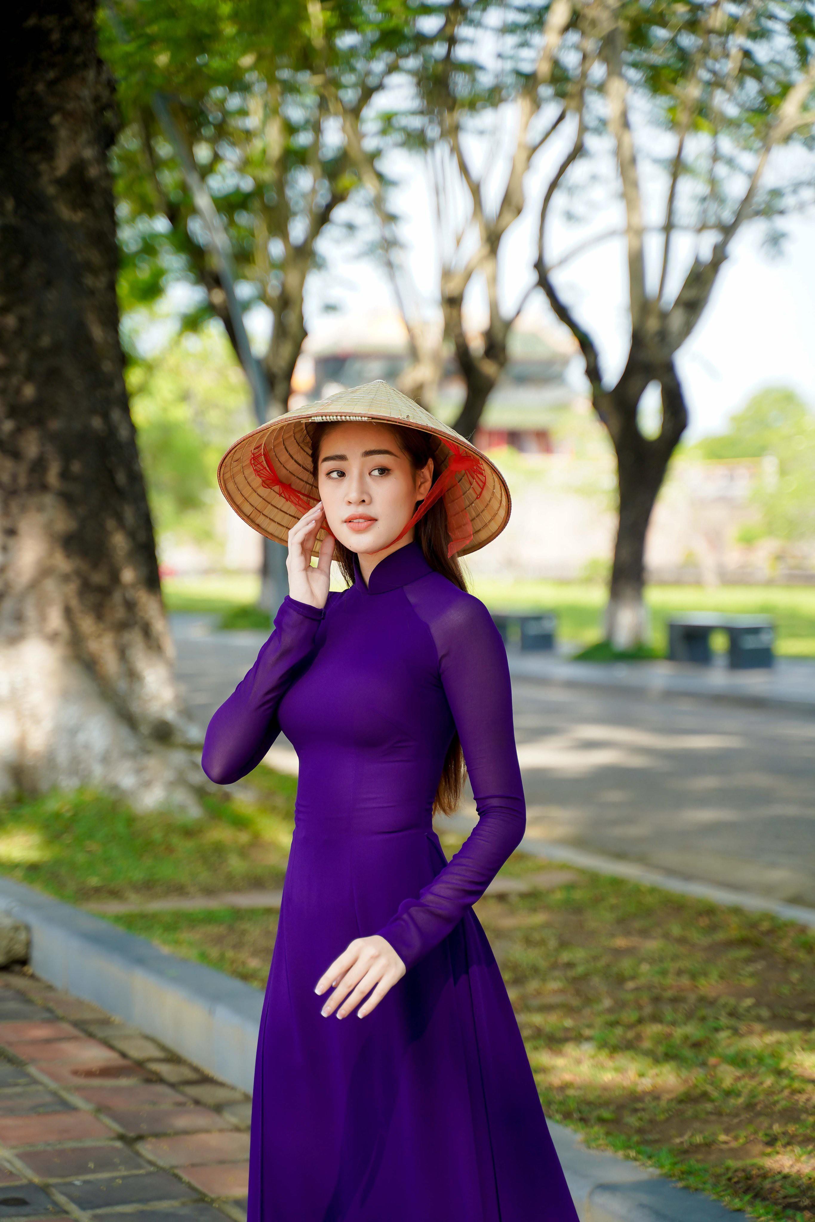 Hoa hậu Khánh Vân diện áo dài tím hóa thành cô gái xứ Huế Ảnh 4
