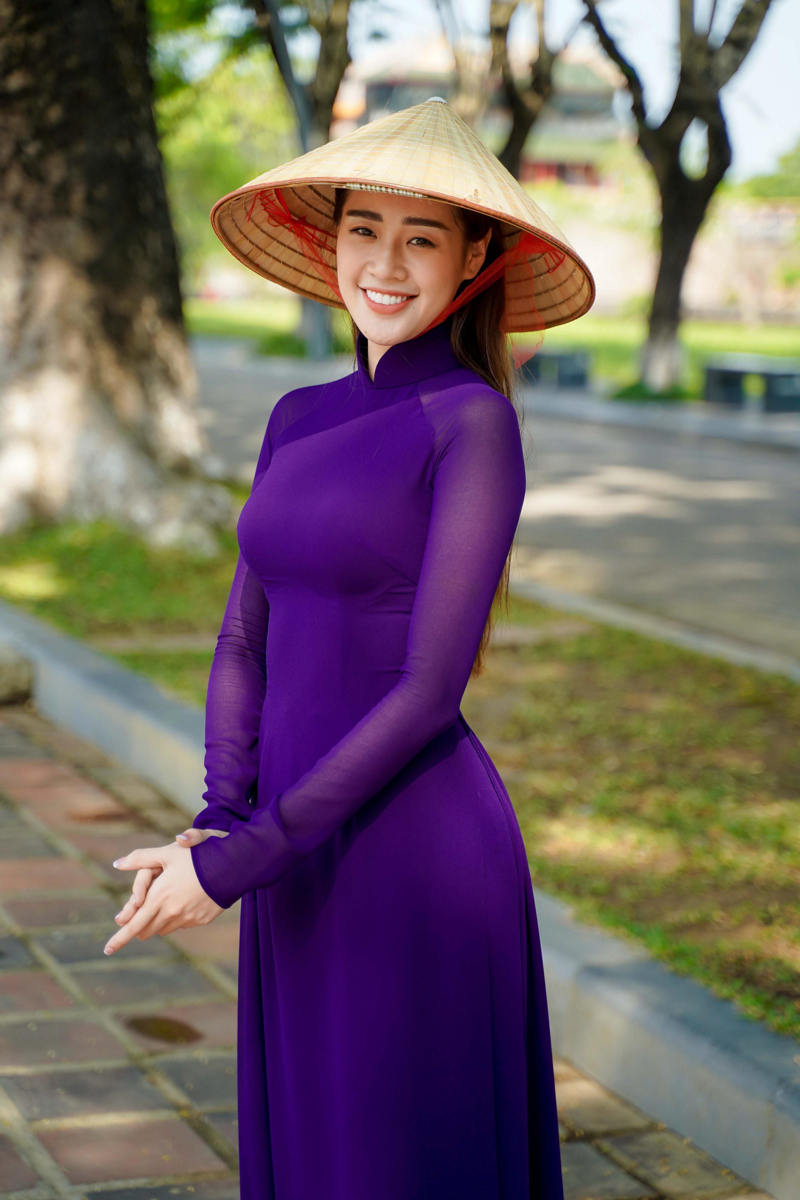 Hoa hậu Khánh Vân diện áo dài tím hóa thành cô gái xứ Huế Ảnh 2
