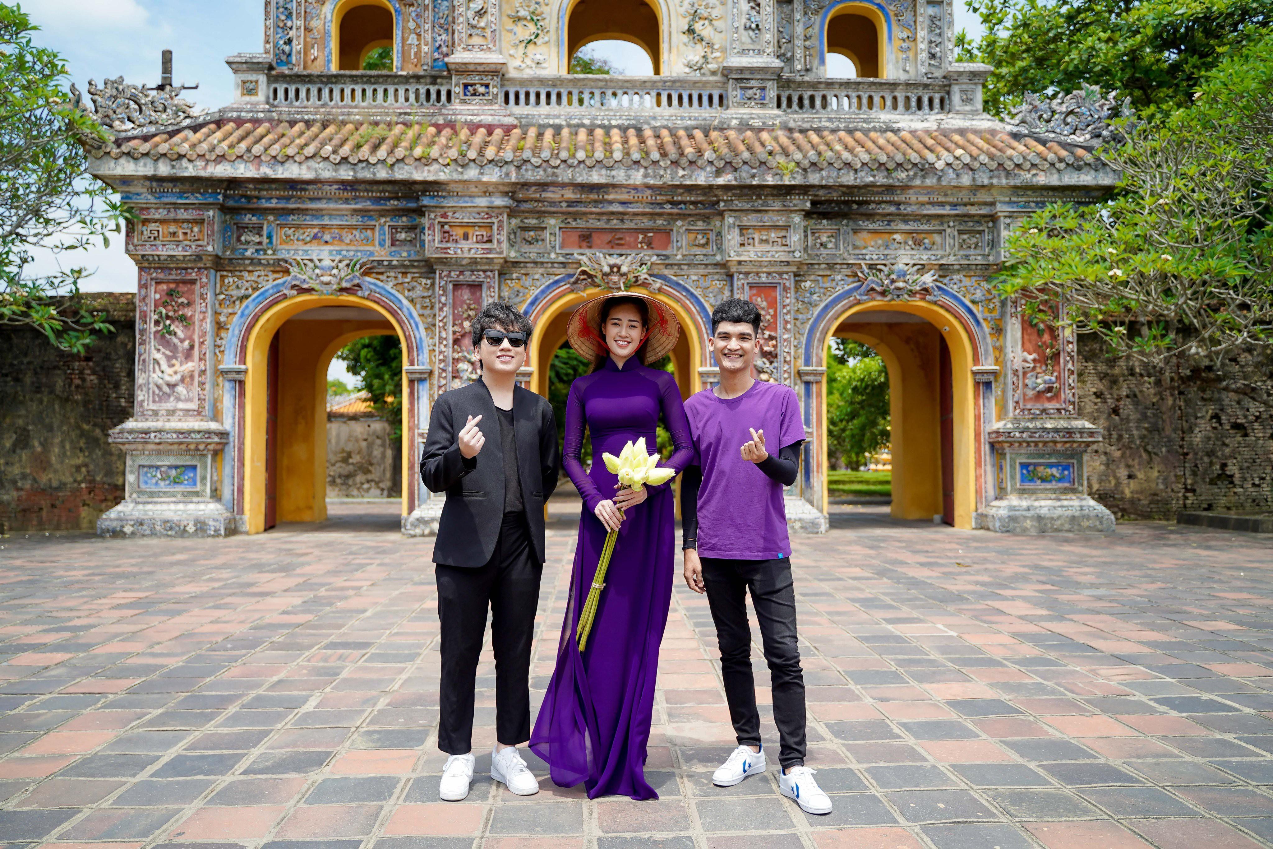 Hoa hậu Khánh Vân diện áo dài tím hóa thành cô gái xứ Huế Ảnh 6