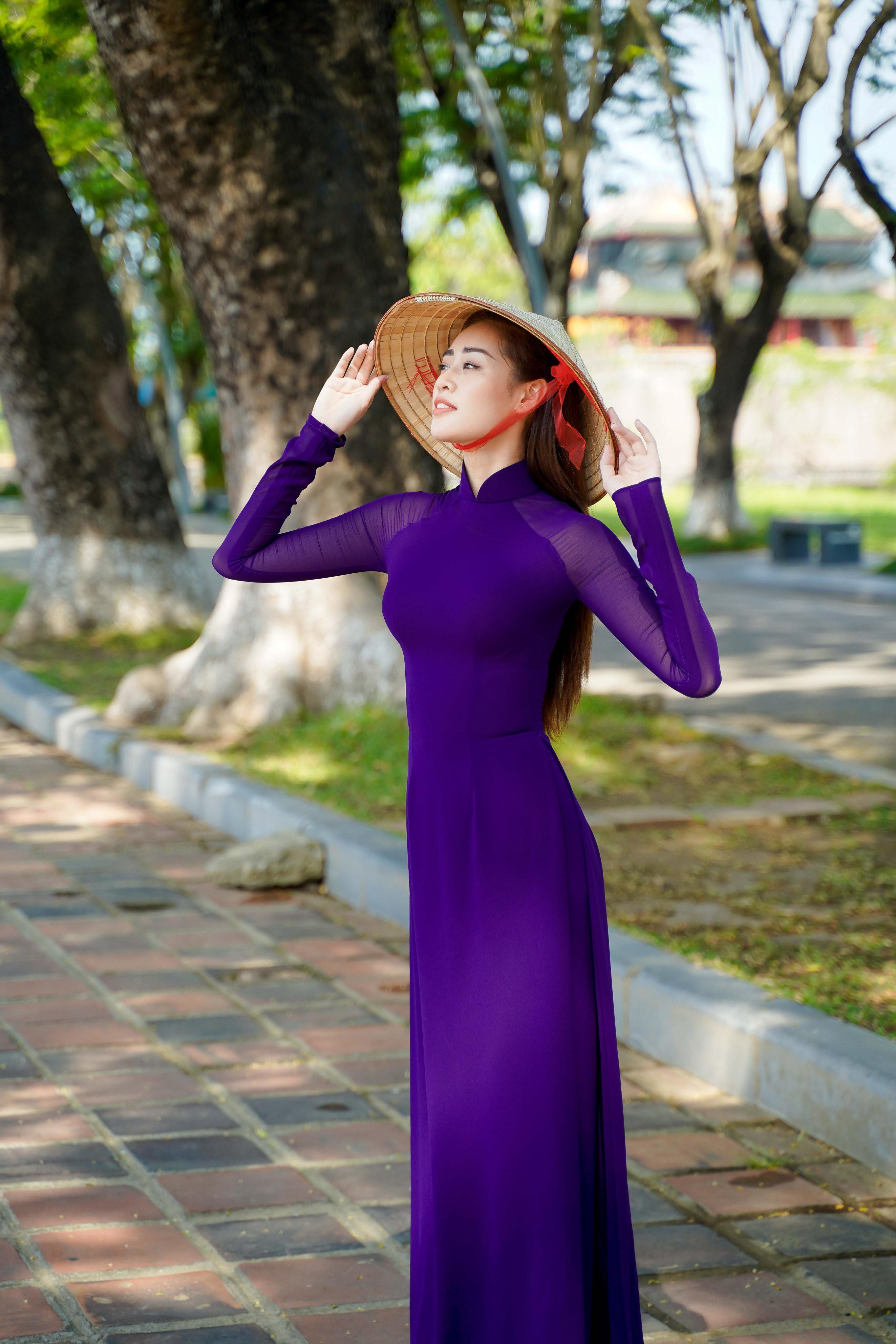 Hoa hậu Khánh Vân diện áo dài tím hóa thành cô gái xứ Huế Ảnh 5