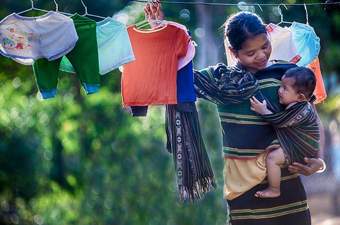 Khoảnh khắc yêu thương của những em bé bên mẹ Ảnh 8