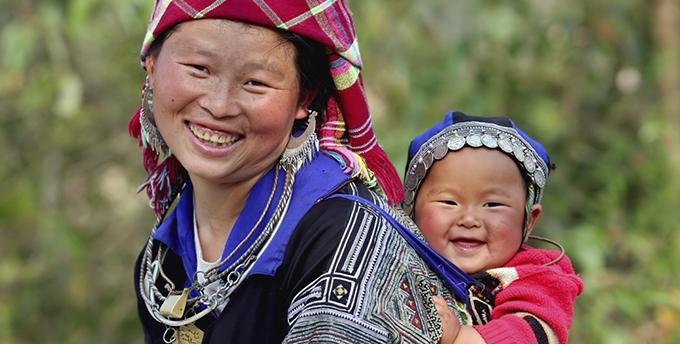 Khoảnh khắc yêu thương của những em bé bên mẹ Ảnh 1