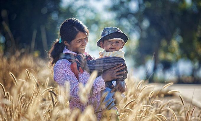 Khoảnh khắc yêu thương của những em bé bên mẹ Ảnh 9
