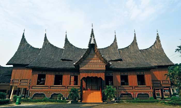 Nhà sừng trâu của người Minangkabau Ảnh 2