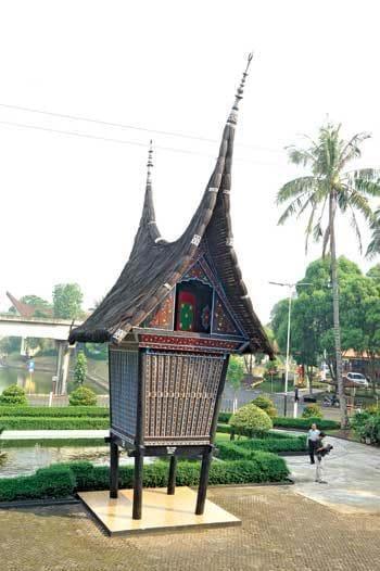 Nhà sừng trâu của người Minangkabau Ảnh 3
