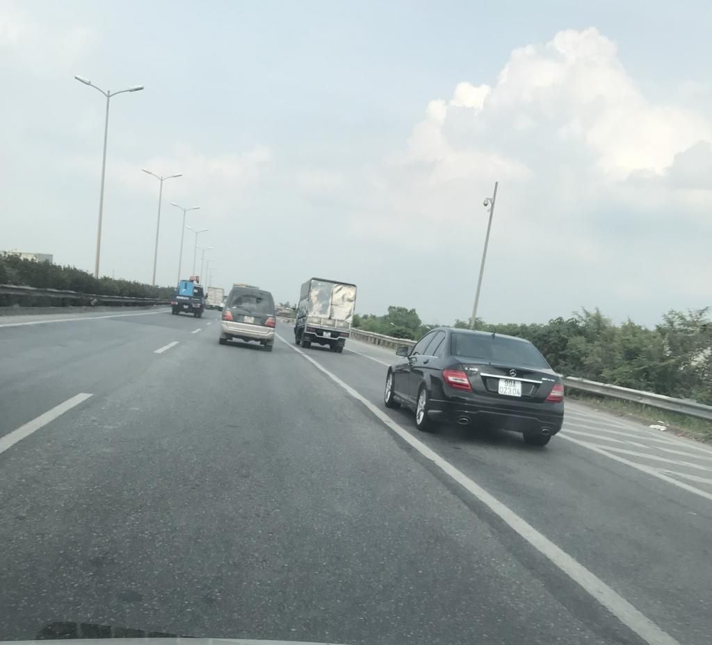 Xe con, xe tải, xe khách đua nhau lấn làn đường khẩn cấp trên vành đai III Ảnh 7
