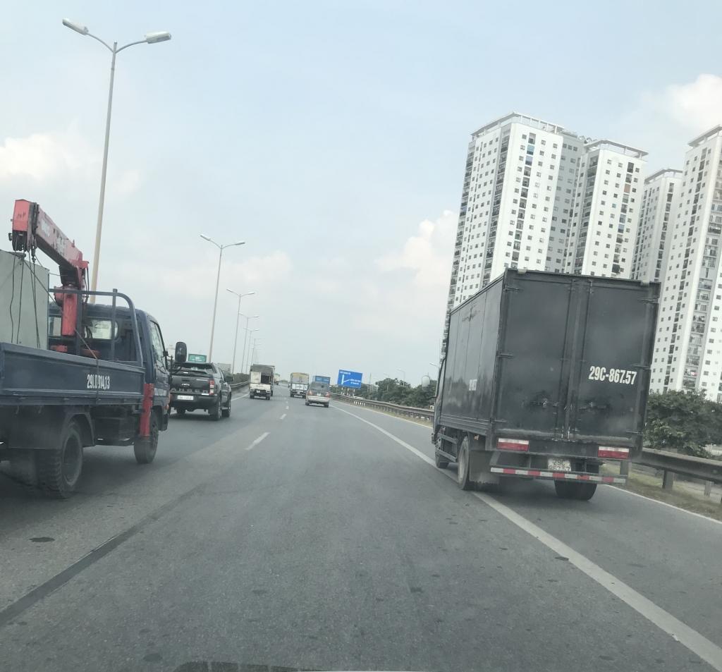 Xe con, xe tải, xe khách đua nhau lấn làn đường khẩn cấp trên vành đai III Ảnh 6