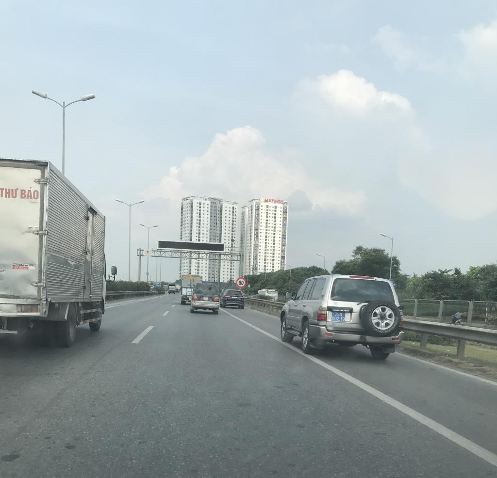 Xe con, xe tải, xe khách đua nhau lấn làn đường khẩn cấp trên vành đai III Ảnh 11
