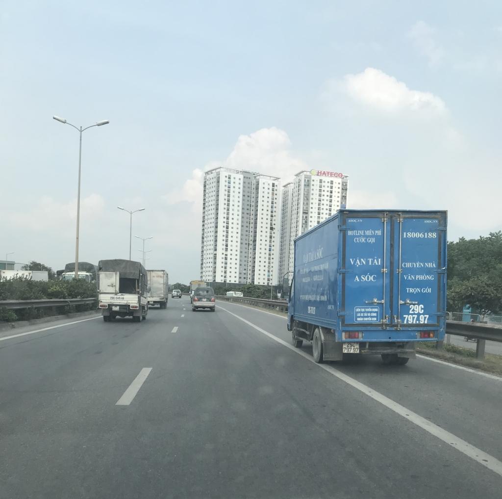 Xe con, xe tải, xe khách đua nhau lấn làn đường khẩn cấp trên vành đai III Ảnh 5