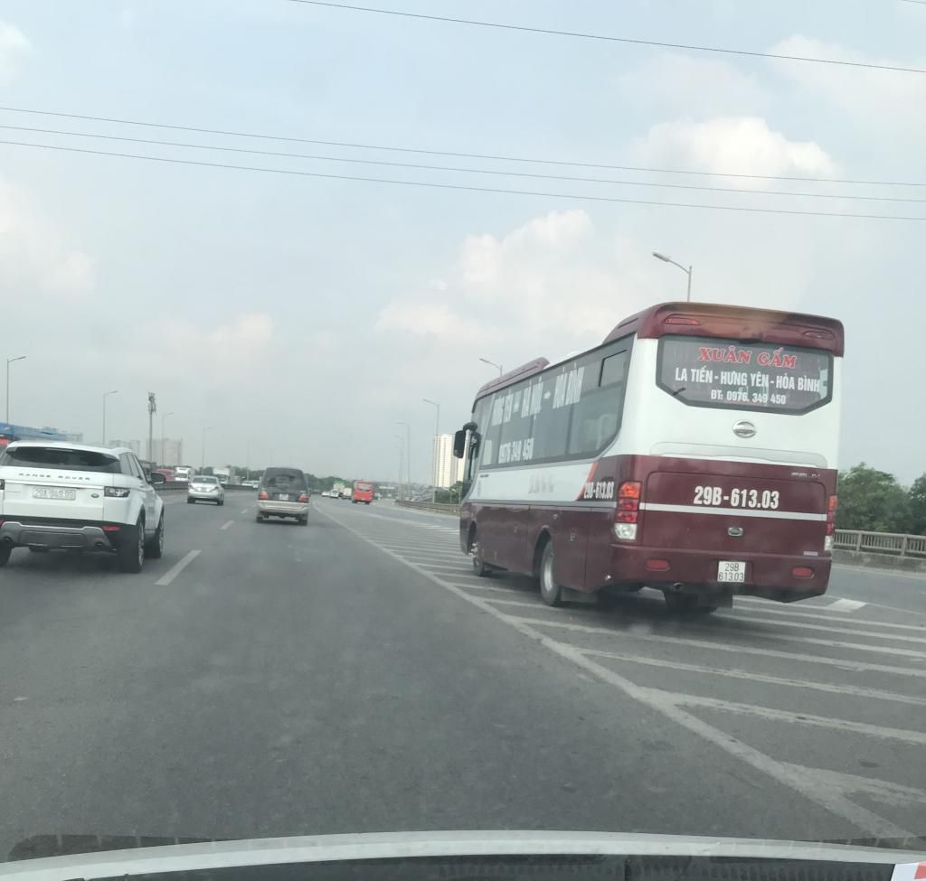 Xe con, xe tải, xe khách đua nhau lấn làn đường khẩn cấp trên vành đai III Ảnh 2