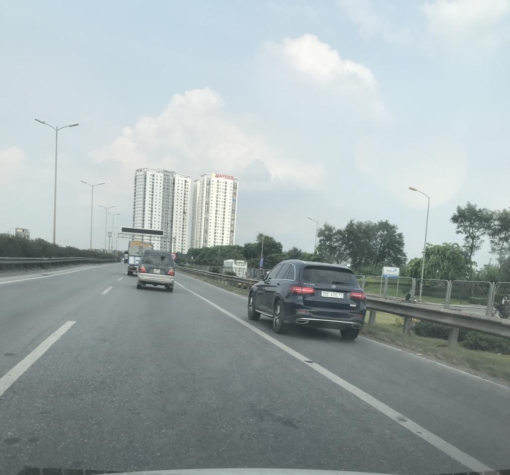 Xe con, xe tải, xe khách đua nhau lấn làn đường khẩn cấp trên vành đai III Ảnh 4