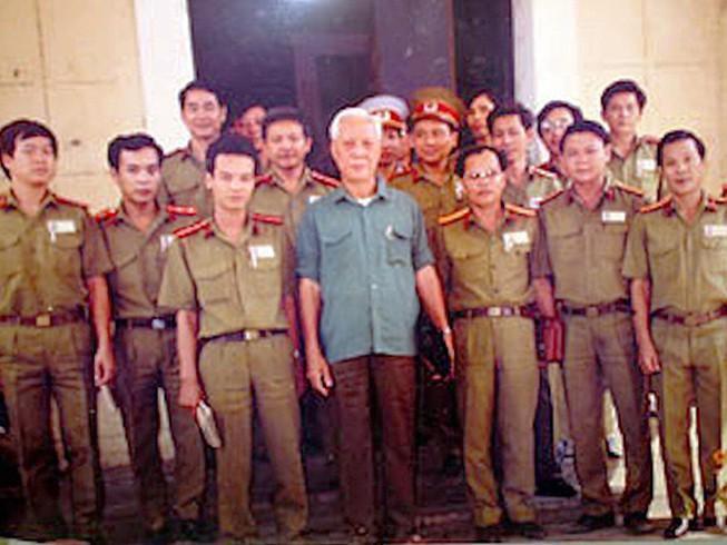 Đại tá Ba Tung, lẫy lừng trang viết, bi kịch trang đời Ảnh 1