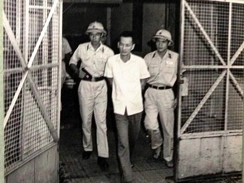 Đại tá Ba Tung, lẫy lừng trang viết, bi kịch trang đời Ảnh 3