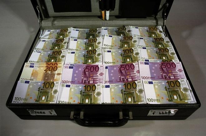 Những valy tiền bẩn được chặn đứng trên đường vào châu Âu Ảnh 1