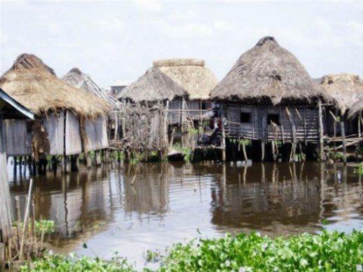 Cuộc sống trên mặt nước tại những ngôi làng nổi kỳ lạ nhất thế giới Ảnh 4