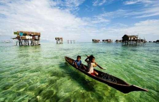 Cuộc sống trên mặt nước tại những ngôi làng nổi kỳ lạ nhất thế giới Ảnh 8