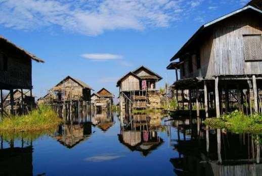 Cuộc sống trên mặt nước tại những ngôi làng nổi kỳ lạ nhất thế giới Ảnh 5