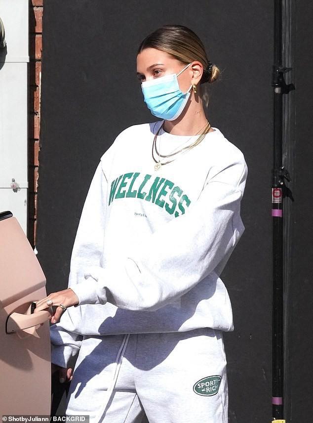 Vợ Justin Bieber một mình ra phố ở Mỹ sau kỳ nghỉ dưỡng cùng bạn thân Ảnh 3