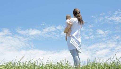 Qua khe cửa, câu chuyện giữa chồng và cô hàng xóm làm mẹ đơn thân khiến tôi ngã quỵ Ảnh 1