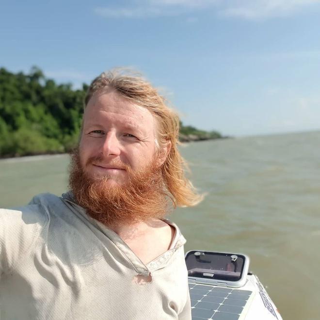 2 năm chèo thuyền vượt Thái Bình Dương nhưng chưa thể vào bờ vì dịch Ảnh 3