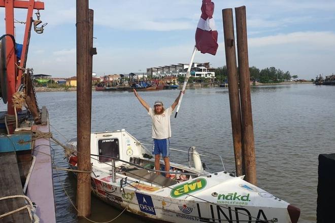 2 năm chèo thuyền vượt Thái Bình Dương nhưng chưa thể vào bờ vì dịch Ảnh 1