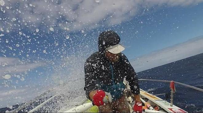 2 năm chèo thuyền vượt Thái Bình Dương nhưng chưa thể vào bờ vì dịch Ảnh 2