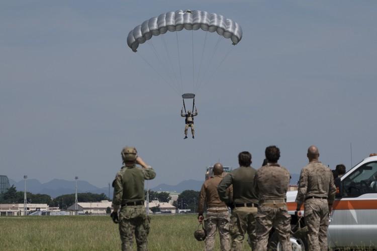 Vì sao đặc nhiệm Mỹ tại Nhật Bản bất ngờ tập trận nhảy dù Ảnh 11