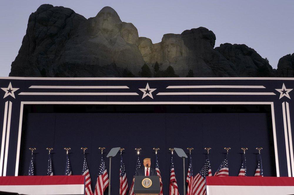 Lễ kỷ niệm hoành tráng của TT Trump ở núi thiêng dù bị phản đối dữ dội Ảnh 5