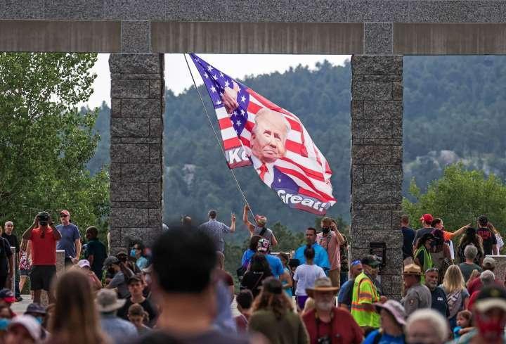 Lễ kỷ niệm hoành tráng của TT Trump ở núi thiêng dù bị phản đối dữ dội Ảnh 4