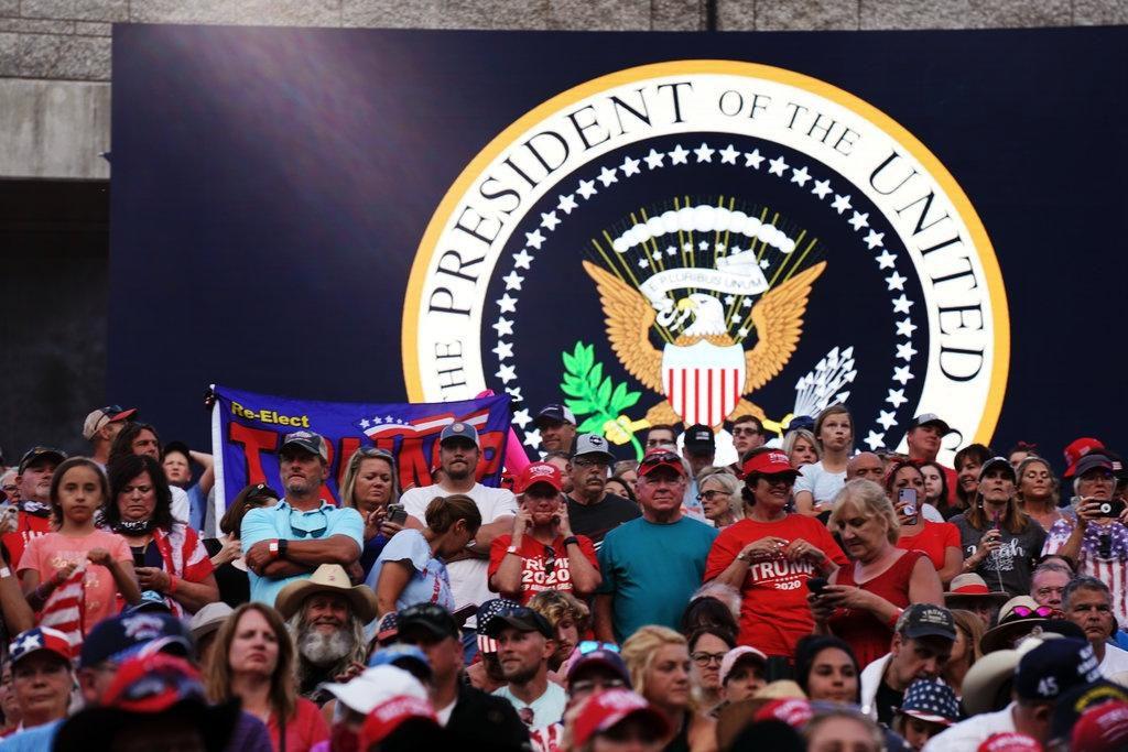 Lễ kỷ niệm hoành tráng của TT Trump ở núi thiêng dù bị phản đối dữ dội Ảnh 2
