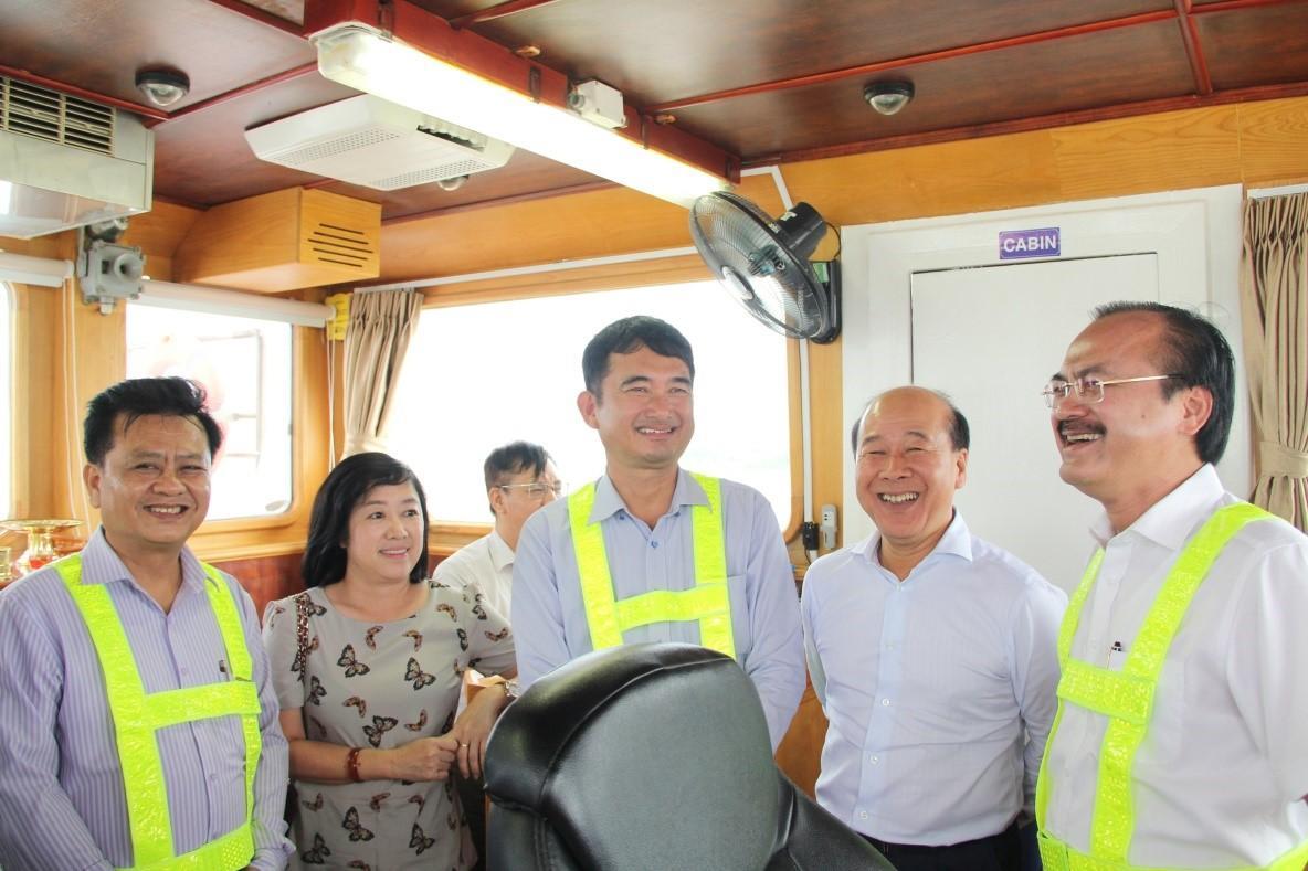 Lãnh đạo Bộ GTVT thăm và làm việc tại cảng quốc tế Long An Ảnh 1