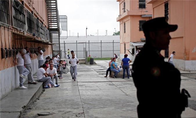 Bàn thờ tử thần trong nhà tù nguy hiểm bậc nhất Mexico Ảnh 2