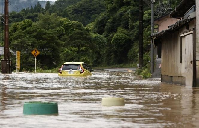 Hàng vạn người Nhật phải sơ tán do mưa lũ Ảnh 2