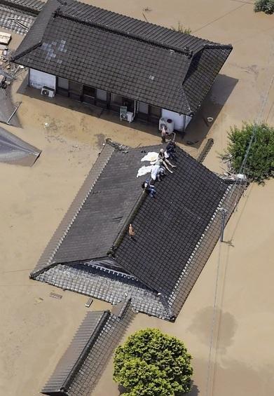 Hàng vạn người Nhật phải sơ tán do mưa lũ Ảnh 4