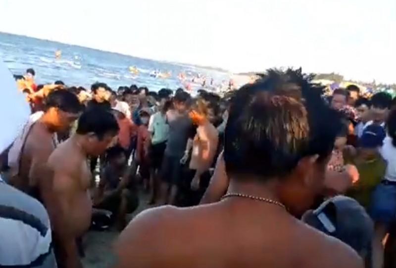 Quảng Nam: 3 người đuối nước ở bãi biển Thống Nhất Ảnh 2