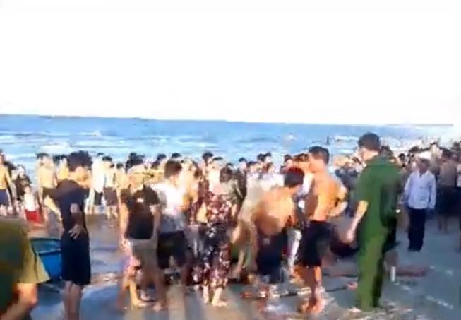Quảng Nam: 3 người đuối nước ở bãi biển Thống Nhất Ảnh 1