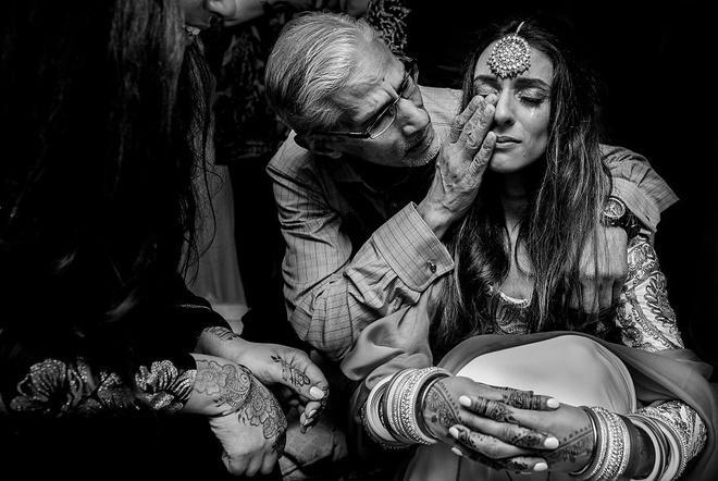 Cha lặng lẽ, bật khóc trong đám cưới con gái Ảnh 4