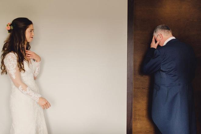 Cha lặng lẽ, bật khóc trong đám cưới con gái Ảnh 5