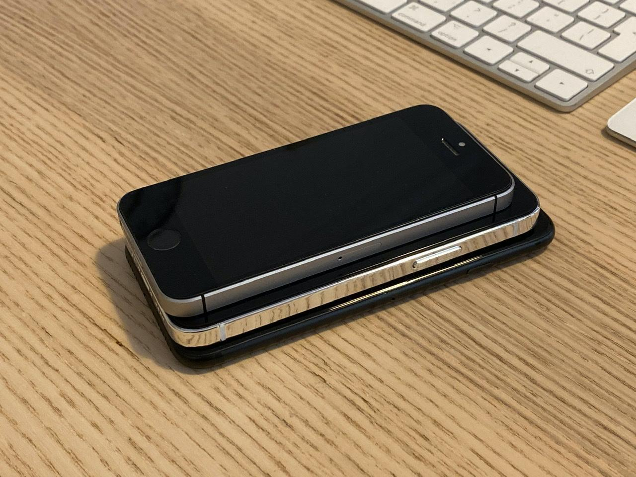 iPhone 12 5.4 inch lần đầu lộ diện, 'khoe dáng' cực ngầu bên iPhone SE và iPhone 7 Ảnh 7