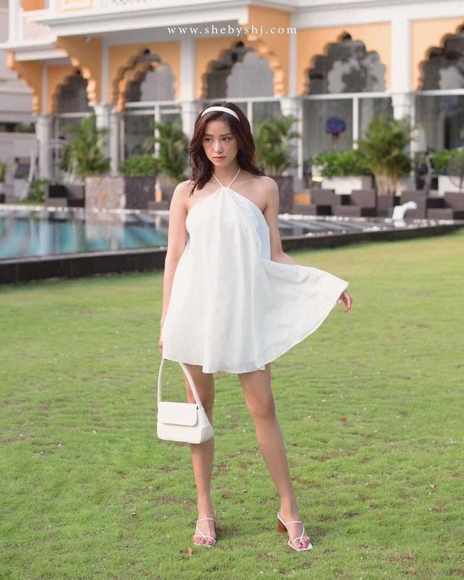 Chiếc váy yếm siêu mát mẻ khiến các hotgirl mê mẩn, không ngại 'đụng hàng' Ảnh 5