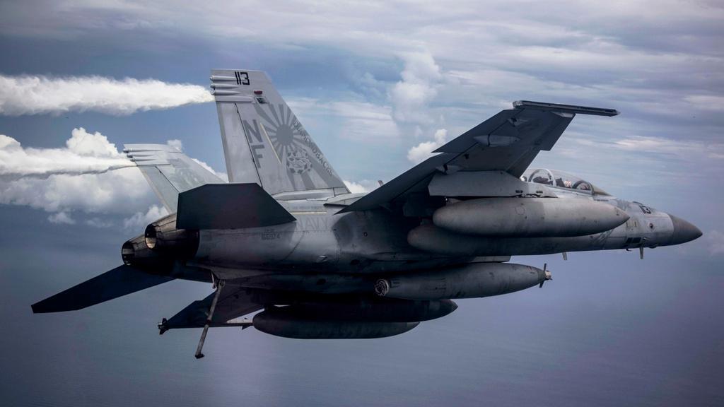 Mỹ điều B-52 bay thẳng đến Biển Đông tập trận cùng hai tàu sân bay Ảnh 8