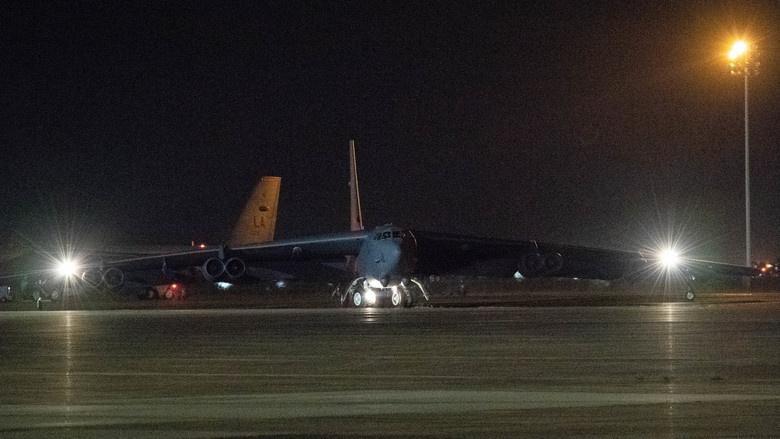 Mỹ điều B-52 bay thẳng đến Biển Đông tập trận cùng hai tàu sân bay Ảnh 5