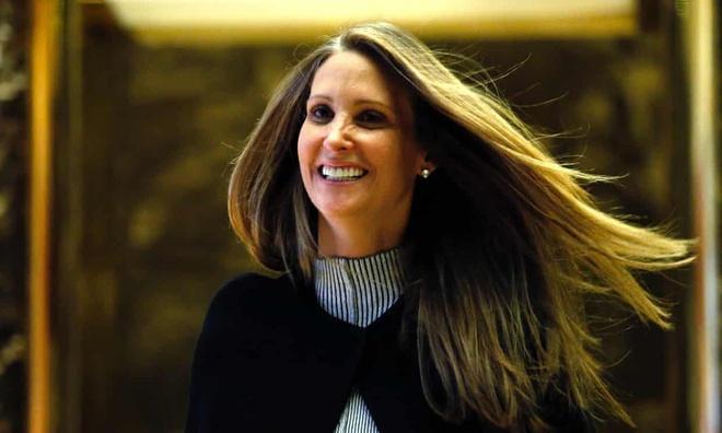 Cựu trợ lý đệ nhất phu nhân Mỹ phát hành sách 'bom tấn' về bà Melania Ảnh 1