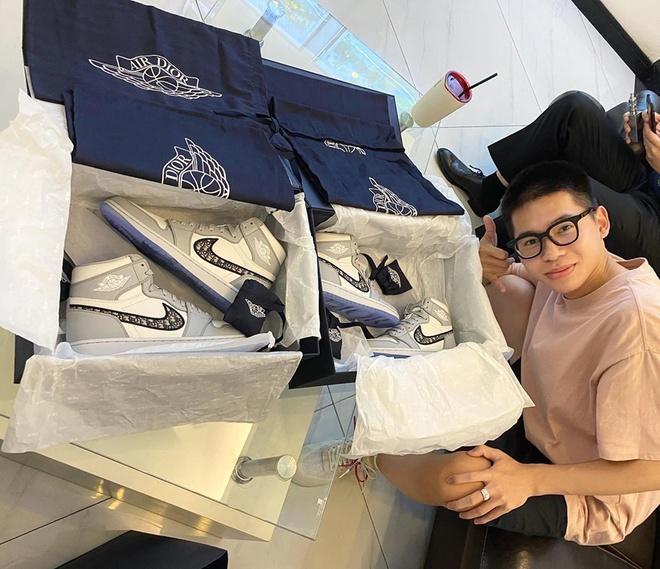 Giày Dior x Nike Air Jordan 1 hiện được rao bán với giá 1 triệu USD Ảnh 1
