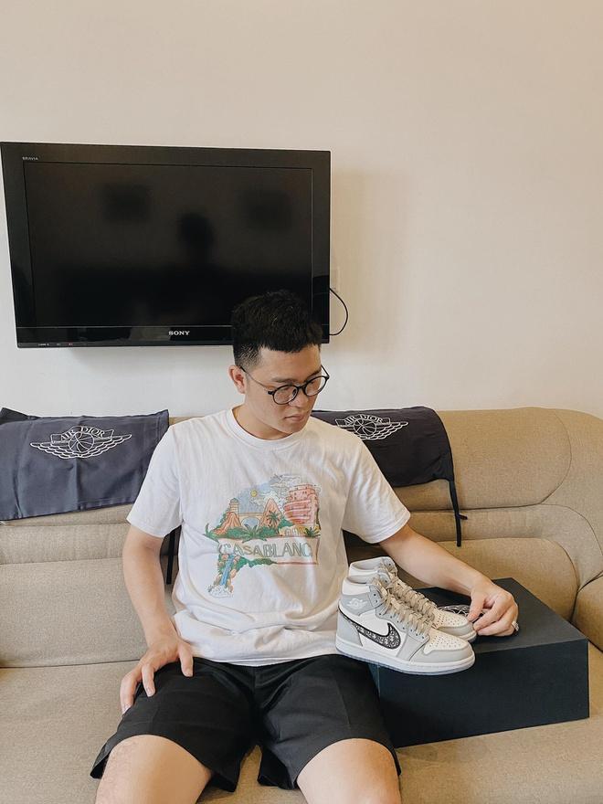 Giày Dior x Nike Air Jordan 1 hiện được rao bán với giá 1 triệu USD Ảnh 2