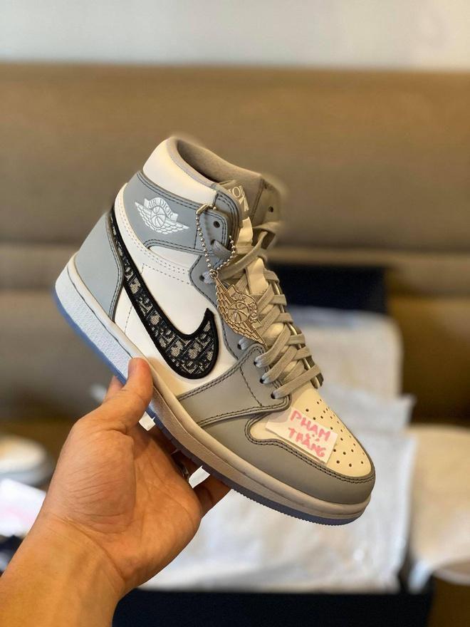 Giày Dior x Nike Air Jordan 1 hiện được rao bán với giá 1 triệu USD Ảnh 3