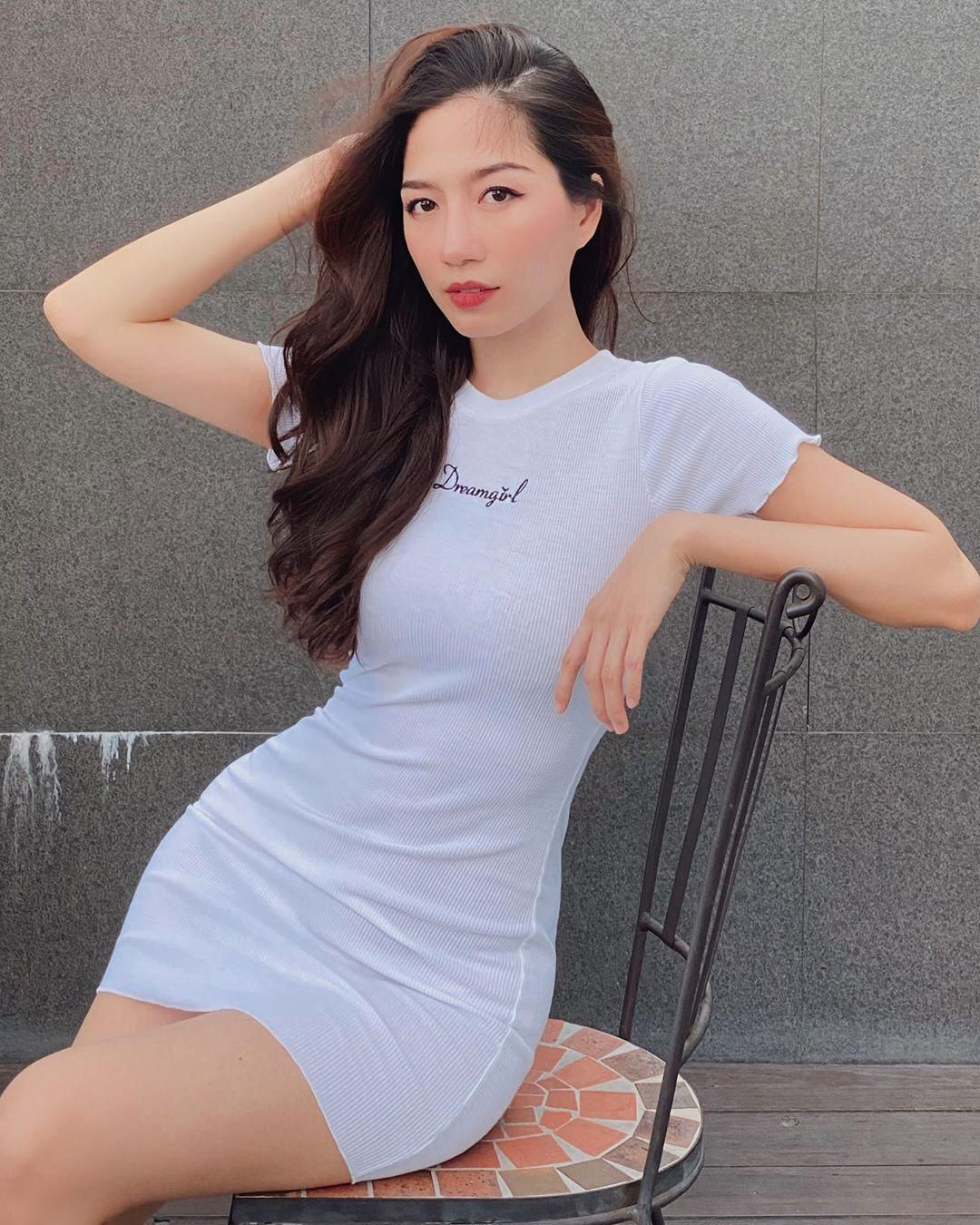 Jisoo diện váy ôm sát xinh ơi là xinh, tuyệt nhất là các nàng có thể 'đu' theo mà giá thì rẻ bèo Ảnh 5