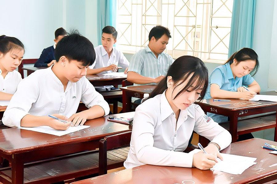 Thi tốt nghiệp THPT: Lưu ý khi coi thi bài thi tổ hợp Ảnh 1
