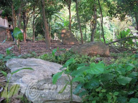 Nghĩa địa bí ẩn chôn những người bị hổ vồ bên sông Mã Ảnh 2